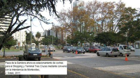 Estacionamiento de coches en Tres Cruces.